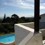 Aussicht von der Terrasse unseres Apartments bis zum Kap