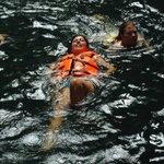 Nadando en el cenote