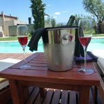Pool and sparkling Club Tapiz Malbec rosé