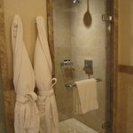 suite main shower