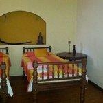 antique beds Motty's