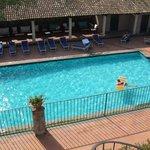 la piscina vista dal solarium