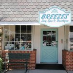 ‪Breezes Day Spa & Boutique‬