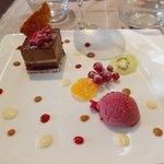 craquant au chocolat/pêche de vigne, glace framboise, nougatine