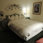 Queen Room - Rm 140