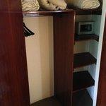 Closet, shelving, in-room safe