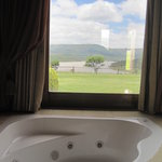 Spa bath, executive suite - overlooking Wagendrift Dam