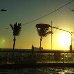 Vista do por do sol da piscina
