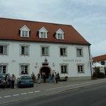 Aussenansicht Landhotel Hirsch mit Osteria Antica