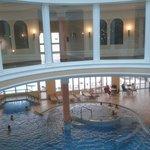 Vista piscina dal centro benessere