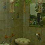il bagno delle camere rossa e verde