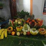 Mesa de frutas da ceia de Natal