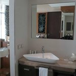 Wash basin in the bedroom - a desperate design move for a spacious feel?