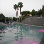 le bassin euh la piscine belle vue + jeux de lumières