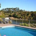 Zwembad met uitzicht op de falls
