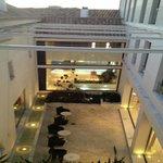 Blick in den Innenhof des Hotels