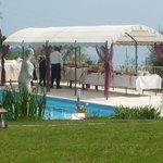 terrazzo vista lago con piscina per aperitivi