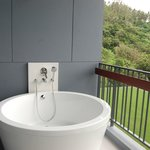 Balcony bath tub