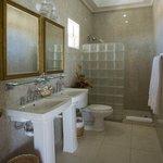Villa Beach Cottages - Deluxe One Bedroom Villa Suite - Bathroom