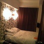 kamer 1308 met bed in een nis
