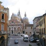 Vista de la Basilica de S. Antonio desde la habitación del hotel