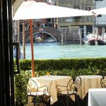 Outdoor dining on the Canal