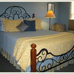 Penn Suite bedroom with Queen Bed