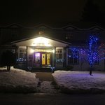 The Courthouse Inn at night