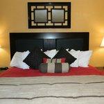Delixe 1 King Jacuzzi Room