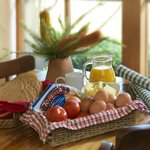 Wake up to a country breakfast hamper