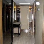 Executive Suite - Hallway to Bathroom, Closet and Private Safe