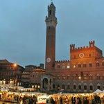 la famosa piazza di Siena