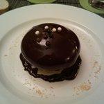 Seta con helado de vainilla y chocolate caliente