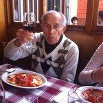 don Guillermo López Cordova disfrutando de una excelente velada.....