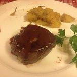 filetto di manzo farcito con zola e salsa allo Sfursat