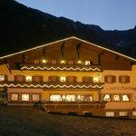 Hotel Reichegger by night