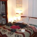 une chambre pour couple avec salle de bain au rdc