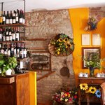 """L'interno del ristorante """"taverna di campagna dal 1997"""""""