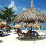 Quisques na praia do hotel