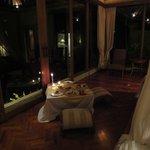 Repas dans la villa