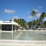 Infinity pool & Cata Tapa restaurant