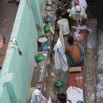 Vue sur une coure interieure de l'hotel : le laundry service
