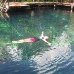 Nadando en uno de sus cenoste