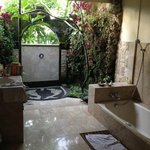 spacious bathroom @jatayu room