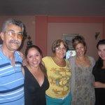 Acompañadas de Orlando, Clarita y Mary