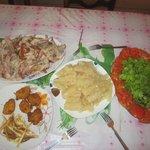 Cena de Navidad, pierna de cerdo al Mojo (ya habíamos devorado los tostones, arepitas y papas fr