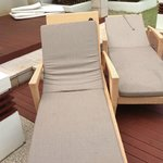 2 sun beds for 5 people