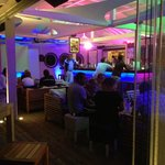 le bar de la plage by night