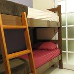Quarto com ar-condicionado e beliches, colchões d-45