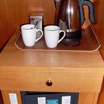 Safe und Kaffezubereiter auf Zimmer